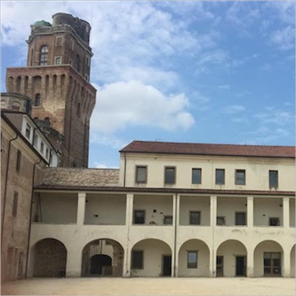 Un'ora (e mezza) di storia e storie al Castello Carrarese