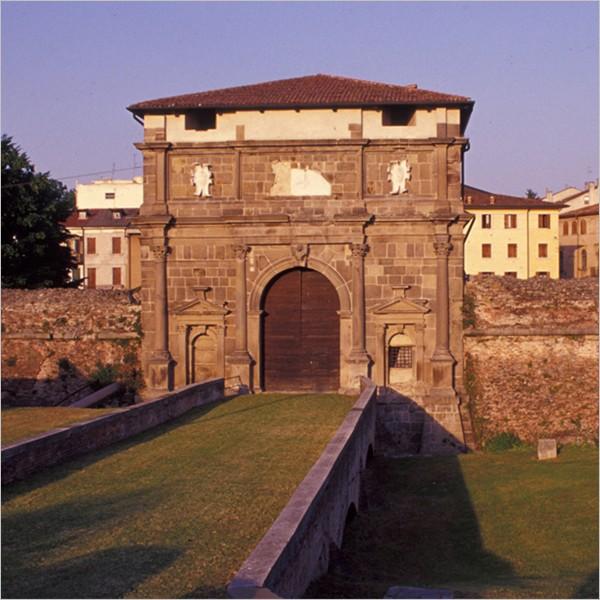 Gira le Mura!: passeggiate lungo, sopra e sotto le mura di Padova