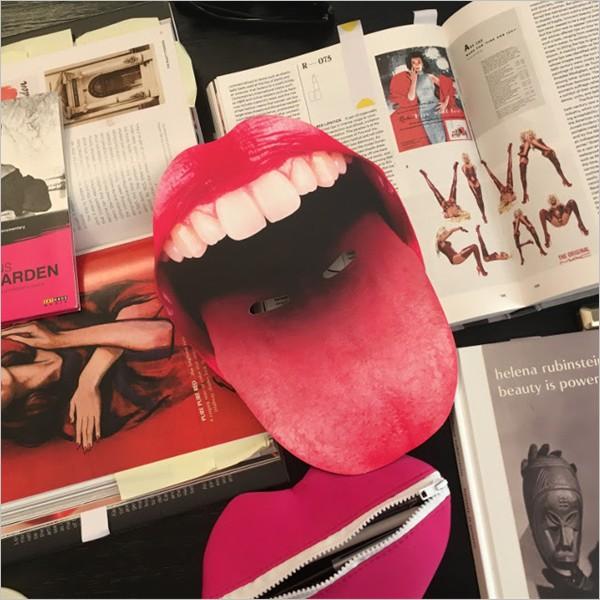 """""""Rosso pestifero"""", la mostra dedicata ai tabù che il rossetto veicola"""