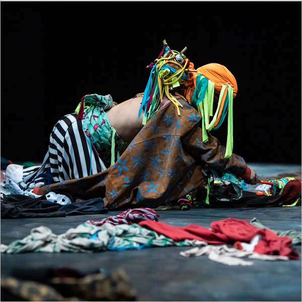 Spettacolo: Do animals go to heaven? Regia e coreografiadi Olimpia Fortuni